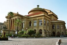 600px-Palermo-Teatro-Massimo-bjs2007-02
